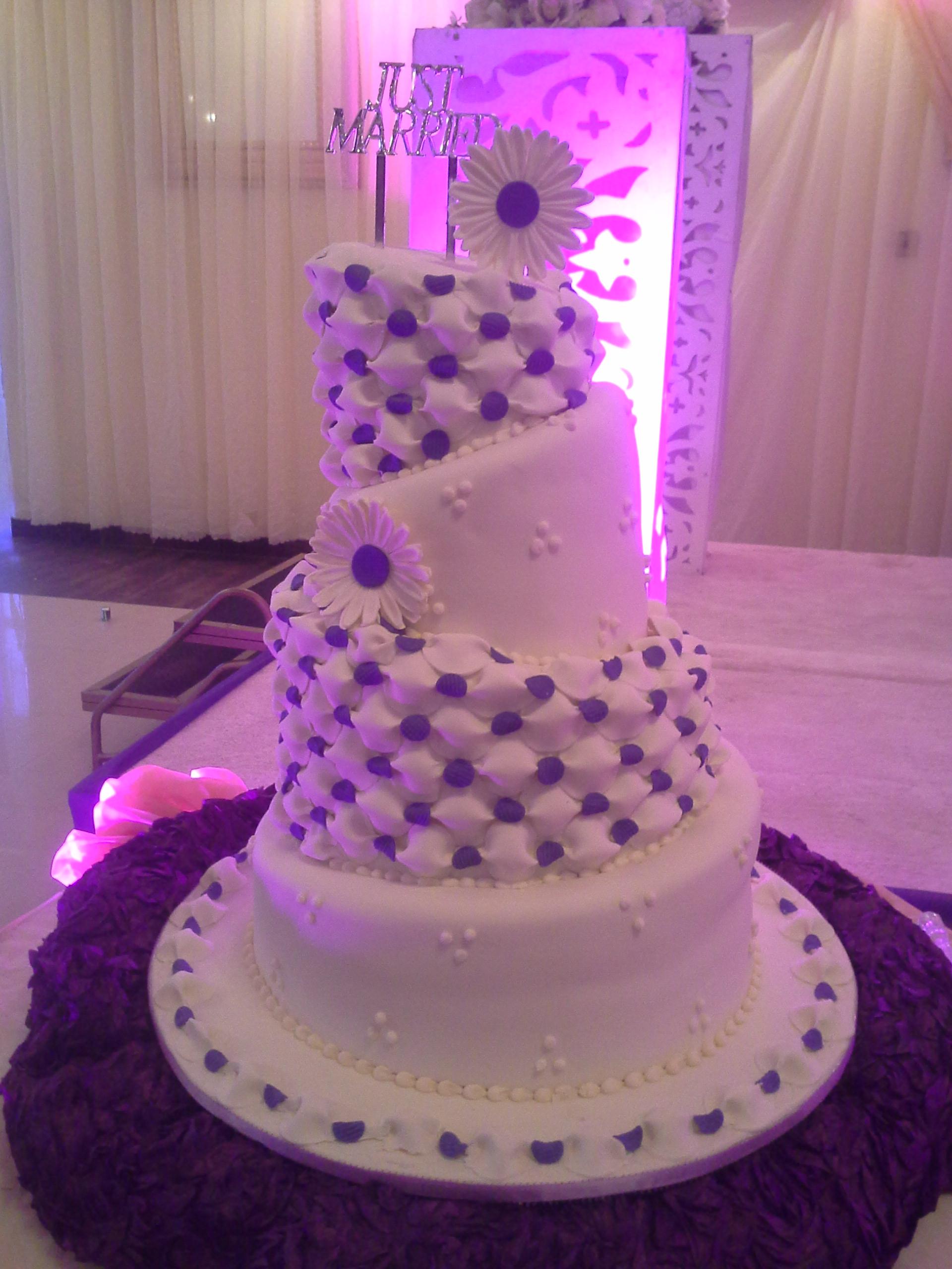 White Weddings – Doodles Cakes